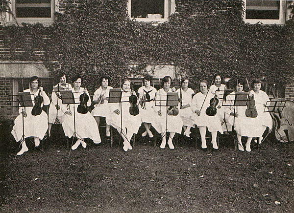 Girls Orchestra, 1922